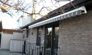 retracable-awning